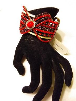 Red bow bracelet