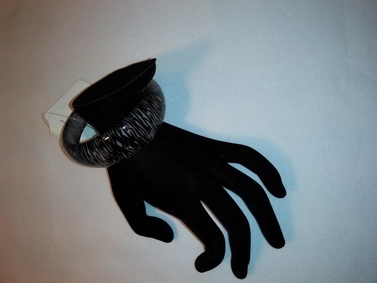 Gray/black cuff