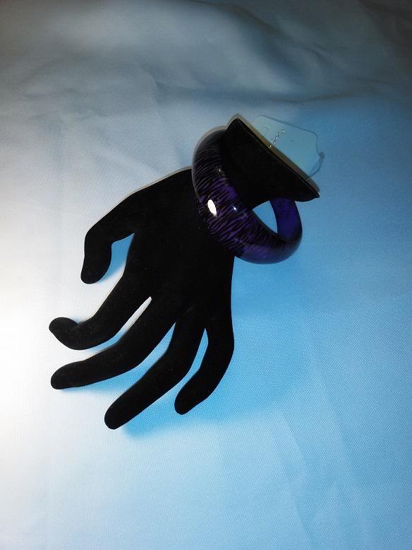 Purple/black cuff