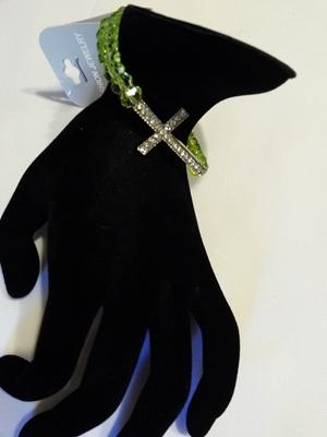 Cross/w earrings-green