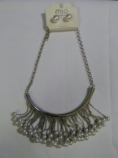 Dangling pearl set