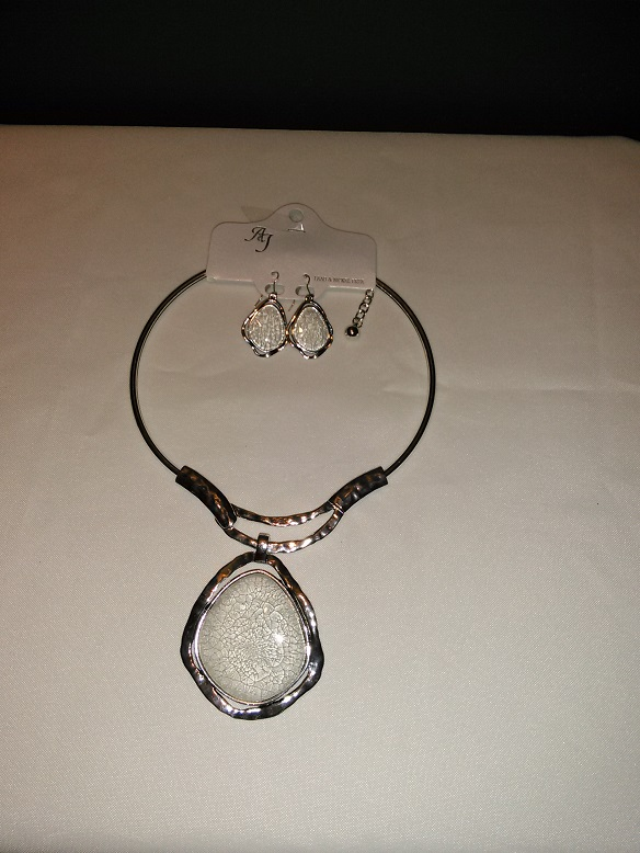 Silver choker set-white