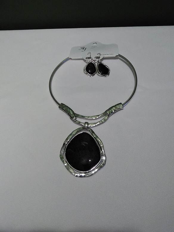 Silver choker set-black